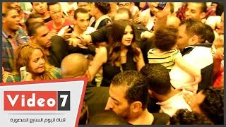 """ياسمين عبد العزيز تفاجئ جمهورها وتحضر حفل منتصف الليل لفيلمها """"أبو شنب"""""""