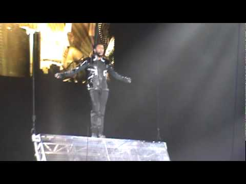 Usher - Monstar (Oakland; 11/12/10)
