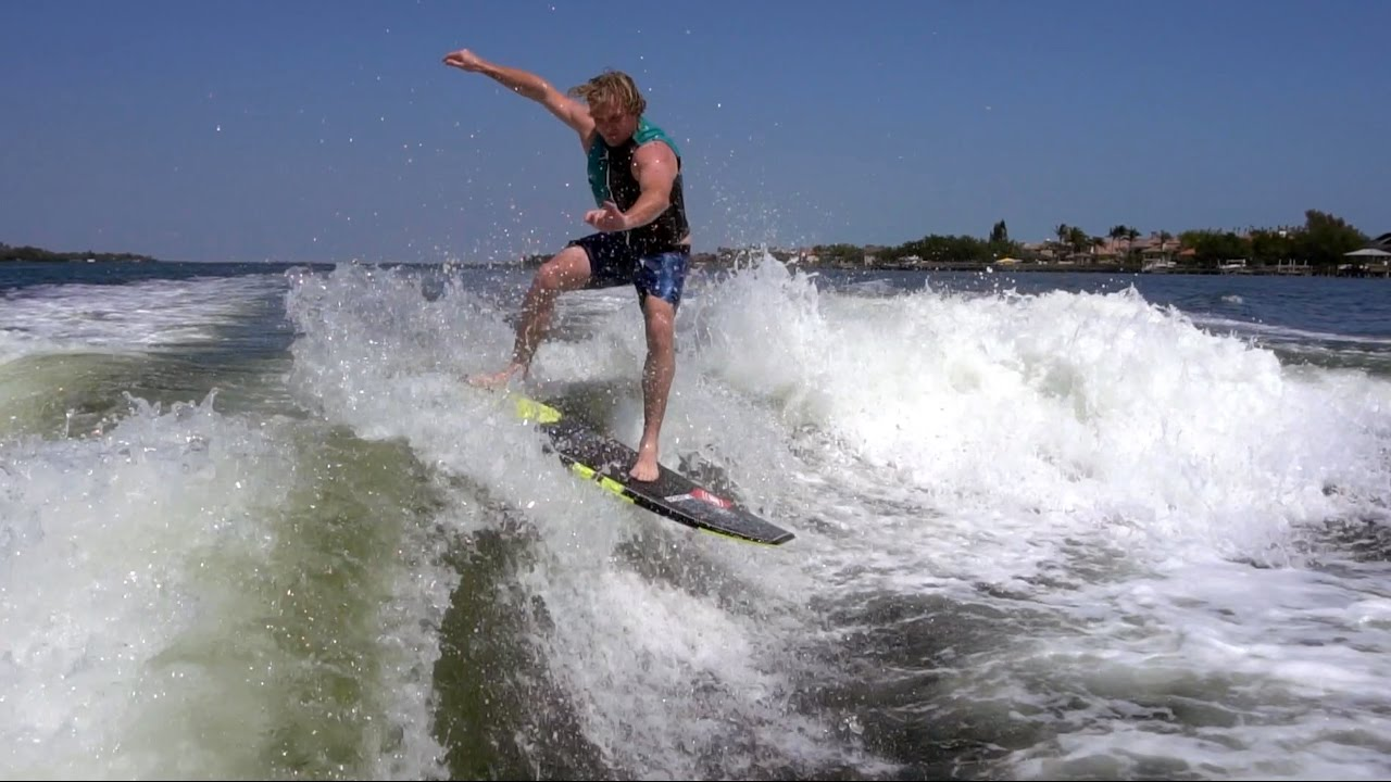 MY FIRST TIME WAKE SURFING BEHIND A BOAT