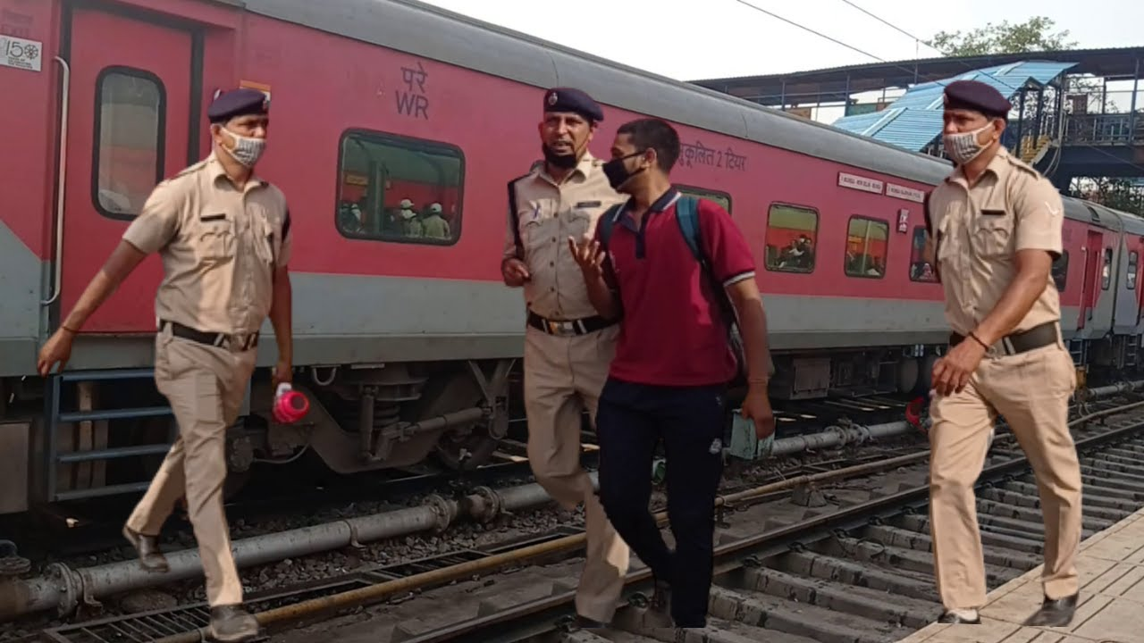 Police in Action - Chain Pulling - Culprit Caught - New Delhi - Indian Railways - Telangana Express