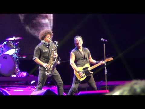 Bruce Springsteen  - Badlands @ The River Tour, San Siro, Milano, 3.7.2016 [HD]