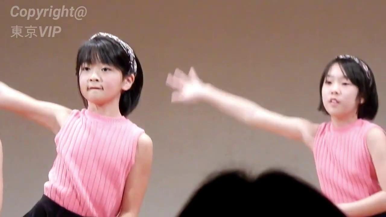 女子小学生のダンスパフォーマンス