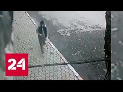 Камера сняла начало стрельбы у храма в Кизляре - Россия 24
