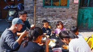 【农家的小勇】小勇去妹妹家帮忙,家常大烩菜来一锅,一家人吃饭真舒坦