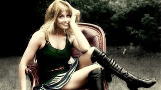 20 COLORIZED VINTAGE PHOTOS OF BEAUTIES THAT DEFINED THE 60s