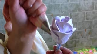 видеоурок: розы на торт из белкового крема | طريقة عمل ورود الزينة بالكريمة