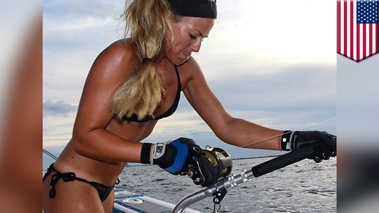Catching a shark: Bikini wearing Florida fisherwoman goes ...