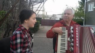 Anamaria Lacatus - O bătrână într-o gara