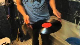 Hướng dẫn làm sạch đĩa than (vinyl record) bằng nước rửa bát