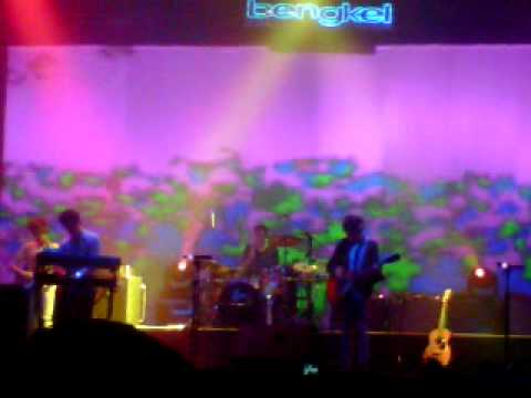 The Handshake - MGMT Live in Jakarta 2011