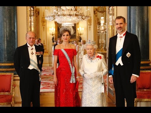REYES DE ESPAÑA en la Cena de gala ofrecida por S M  la Reina del Reino Unido