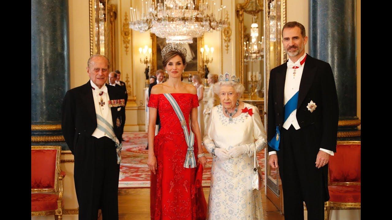 REYES DE ESPAÑA en la Cena de gala ofrecida por S M la Reina del ...