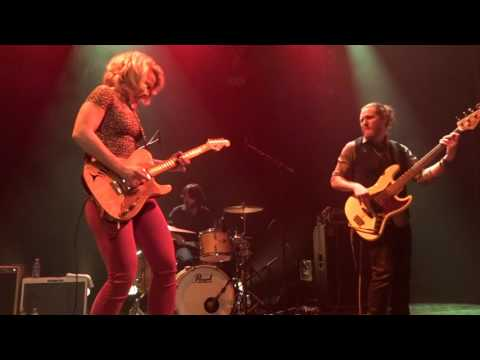 SAMANTHA FISH  . Chills & fever .   Beauvais .