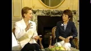 2004年NHKBS2放送『幻の宝塚歌劇』より 山川静夫アナ 鳳蘭さん 安奈淳さ...
