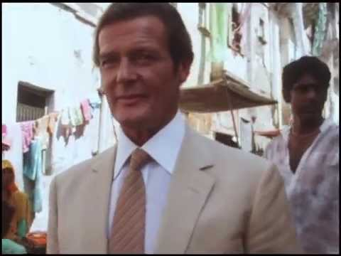 Roger Moore and Vijay Amritraj in the Streets of India BTS Octopussy 1983