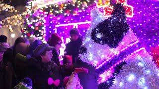 Świąteczna iluminacja rozbłysła na ulicach Warszawy