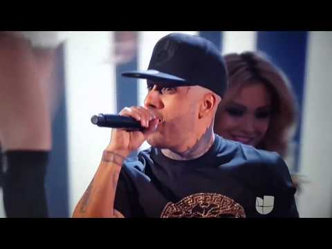 Nicky Jam ft. OMI Cheerleader Latin Grammys