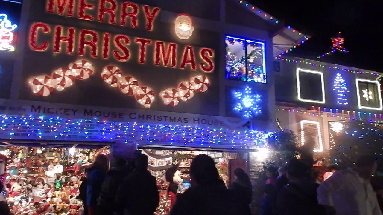 marinwood mickey mouse christmas house 122417 - Mickey Mouse Christmas House Decorations