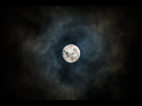 Огромное гало вокруг Луны 28 апреля 2018 года в центре России