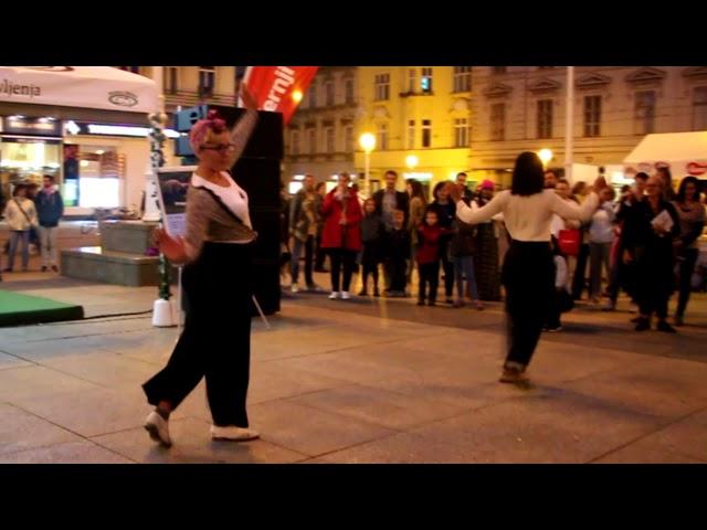 Charleston solo jazz koreografija na trgu bana Jelačića - Andrea i Helena