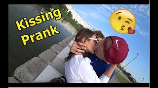 РАЗВОД НА ПОЦЕЛУЙ / Kissing Prank (SEX PRANK) х ПОЦЕЛУЙ С НЕЗНАКОМКОЙ / Влад Лазовик