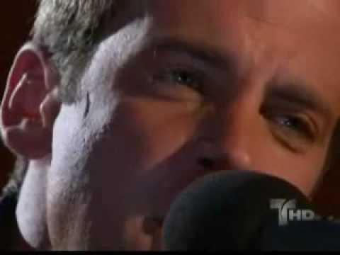 Antonio le canta a Sofia (perro amor).