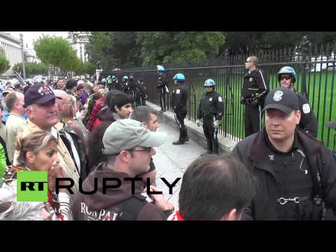 USA: Protesters break through barriers, take them to White House