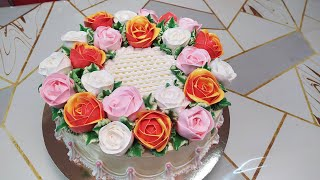 Торт для девушки с нежными розочками. Папа заказал для доченьки.