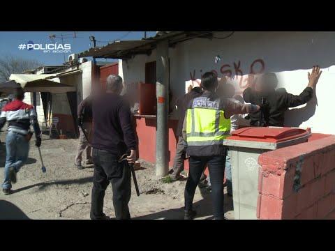 Registro en La Cañada Real - Policías en acción