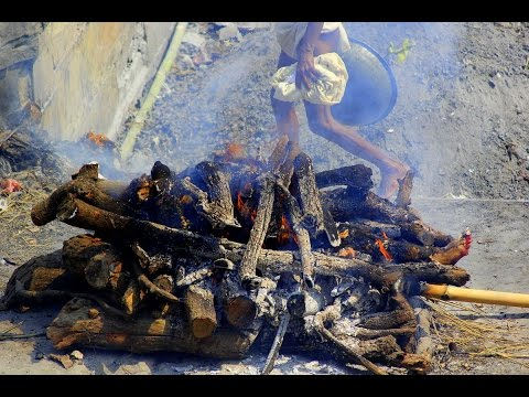 INDIA - VARANASI - (PART 2) - BURNING GHAT - BODY CREMATION (Full HD)