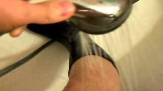 Капля воды в районе щиколотки попала туда после снятия носка.