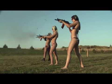 Обнаженные девушки и оружие  Naked Girls And Guns  ТП с оружием!