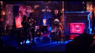 Гермиона танцует у шеста в доме Пэрис Хилтон