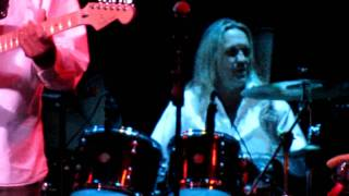 Nicko McBrain Drumming At BB King
