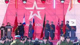 Премьер министр РТ принял на хранение точную копию Знамени Победы