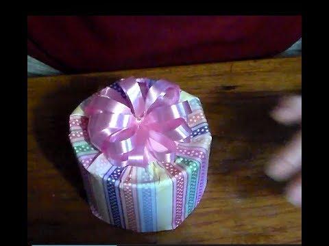 Como Envolver Una Caja Redonda Para Regalo How To Wrap A Gift Box Round Youtube