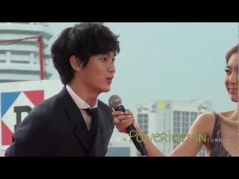 Kim SooHyun: Arrival At Red Carpet @ MAMA (2011.10.29)