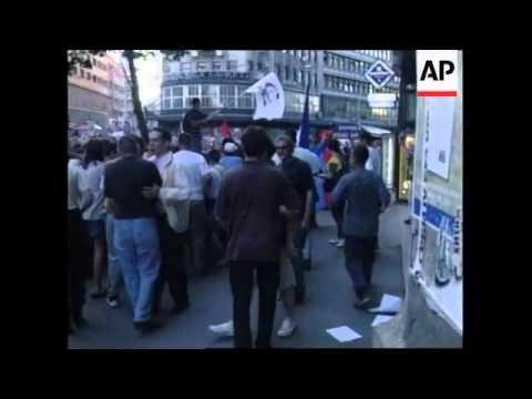 Pro-Milosevic demo in Belgrade as extradition looms..