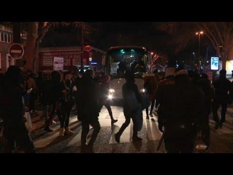 Paris'te yüzlerce kişinin yaşadığı göçmen kampına polis müdahalesi