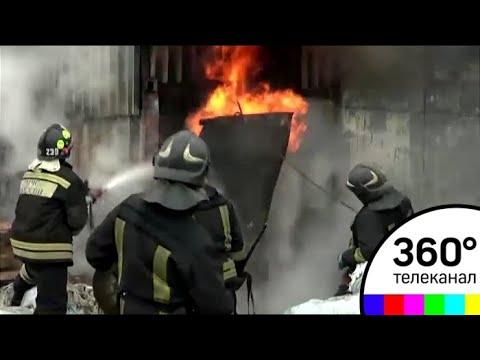 В подмосковной деревне Любаново загорелся склад