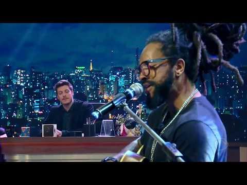 Rael Embala Plateia Ao Soltar A Voz No Programa Do Porchat