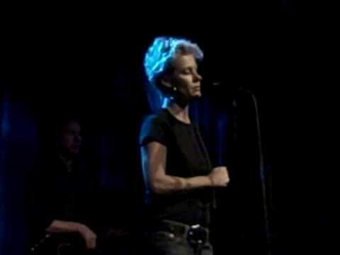 Shelby Lynne - You Don't Have To Say You Love Me @ World Cafe 05/09/10