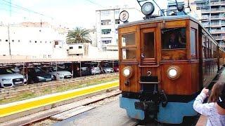 Tren de de Sóller pulls into Palma Station