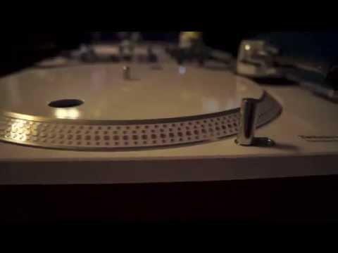 Dj Favo's Custom White Technics SL-1200's By: Work It Records
