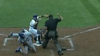 2006 NLDS Gm1: Lo Duca tags out two at the plate