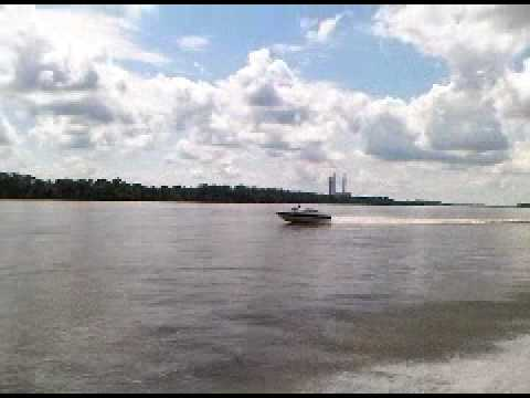 Mississippi 7-25-10 Mikes boat running down river