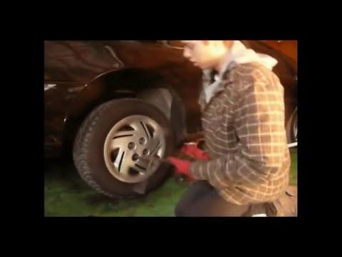 Comment réparer une auto qui est à la scrap- Raph Le Mécano (1/2) poster