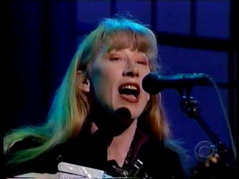 LOREENA MCKENNITT  - The Mummers' dance (Live / En public) 1998