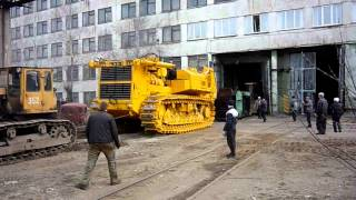 Бульдозер Т-800 тянет 120 тонн на листе