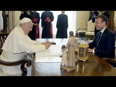 ماكرون في الفاتيكان للقاء البابا فرنسيس والهجرة على رأس المحادثات